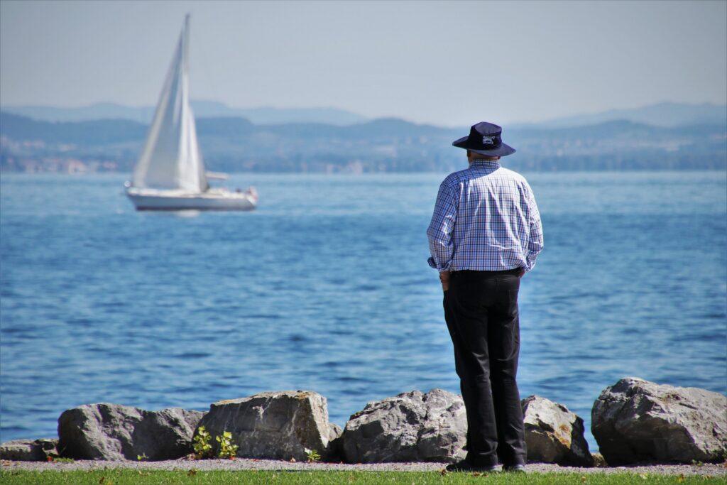 Pensjonist og seilbåt